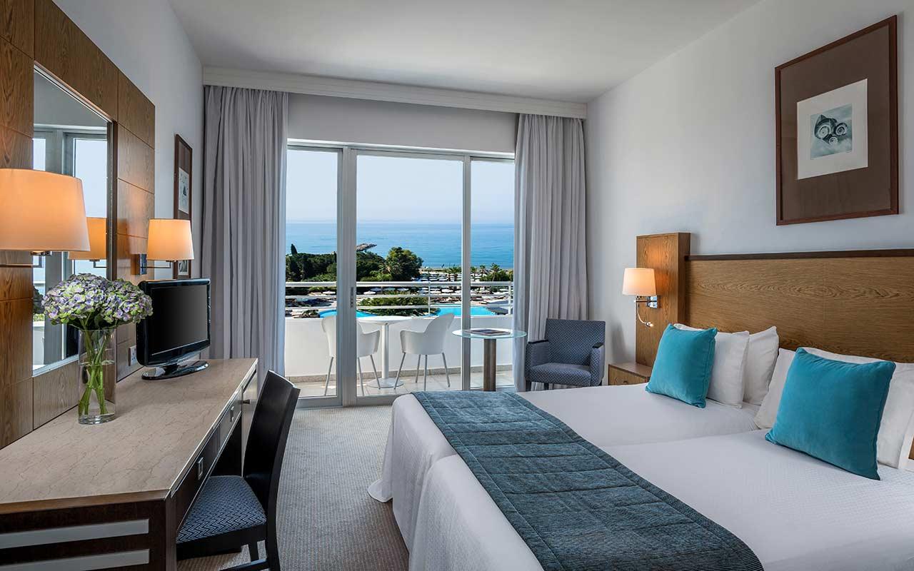 Deluxe-Sea-View-Room