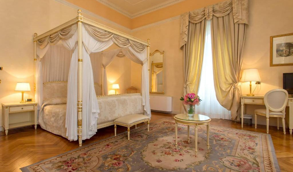 Deluxe-Suite-with-Spa-Access-3-min