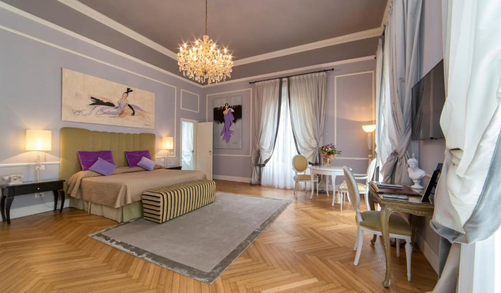 Deluxe-Suite-with-Spa-Access-min