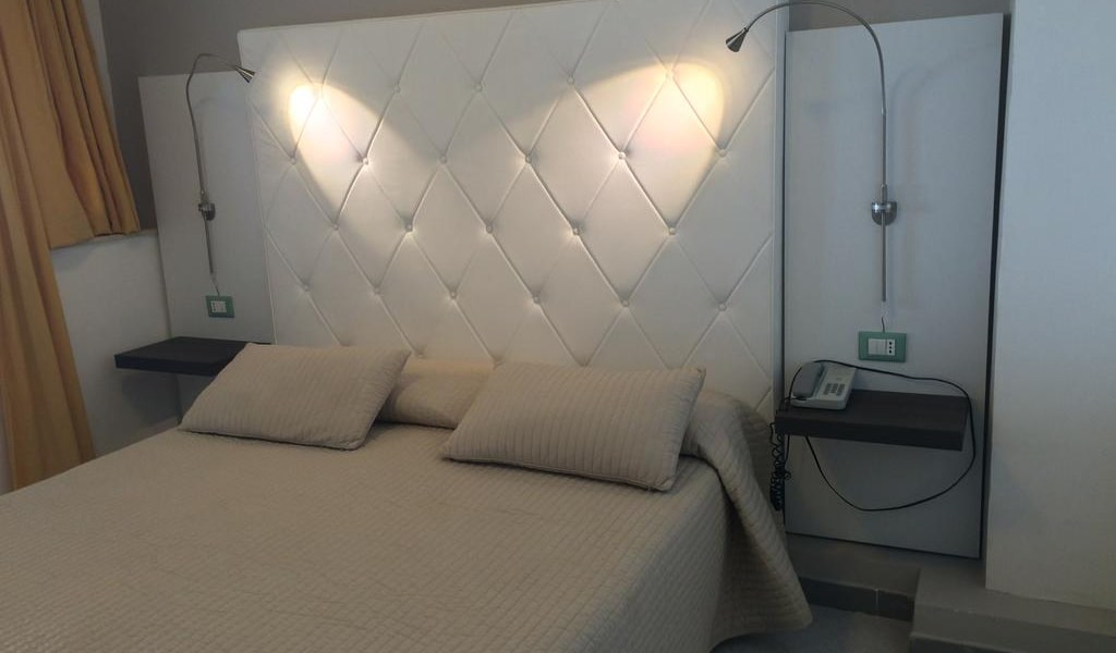 Deluxe Suite with Spa Bath2-min