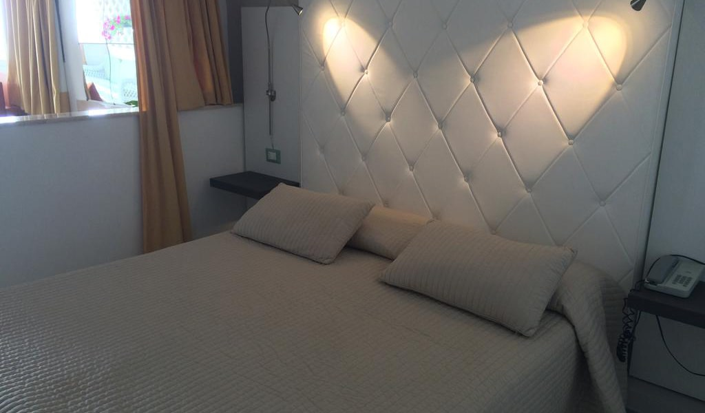 Deluxe Suite with Spa Bath4-min