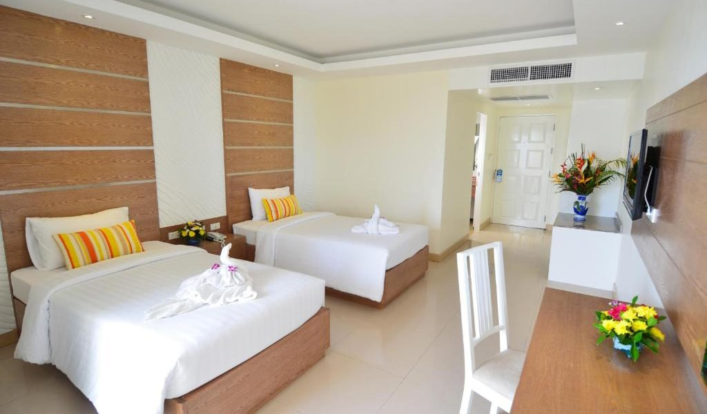 Deluxe-Twin-Room-with-Sea-View-2-min