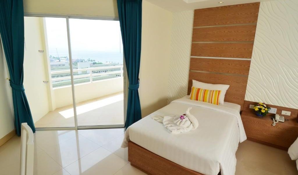 Deluxe-Twin-Room-with-Sea-View-3-min
