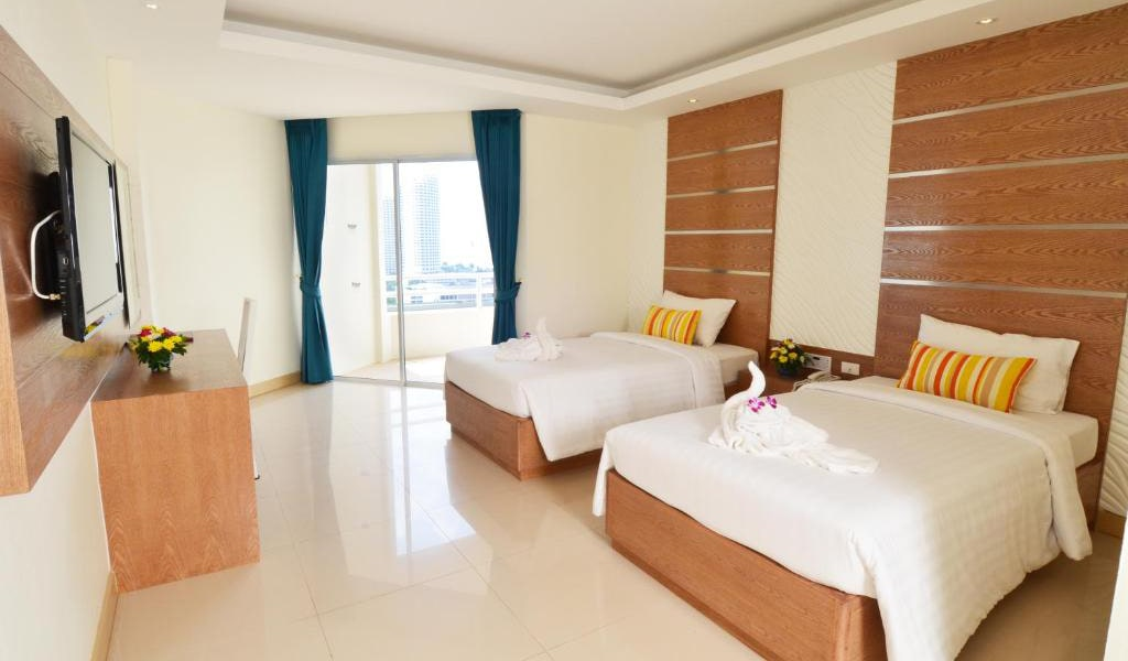 Deluxe-Twin-Room-with-Sea-View-min