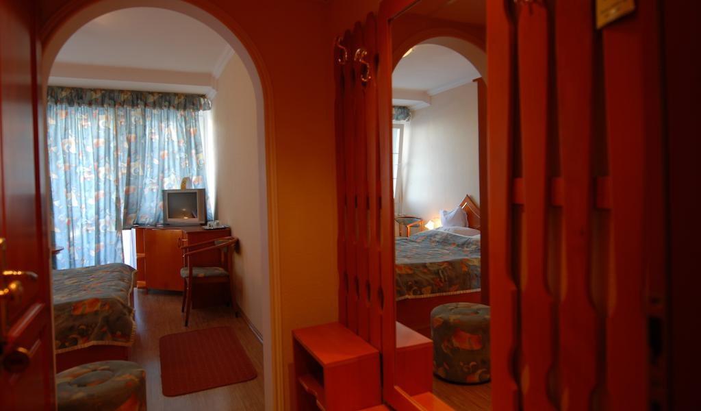 Double Room 2-min