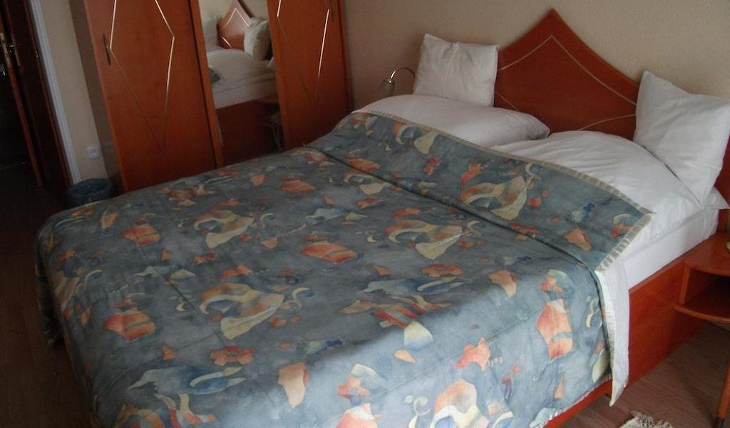 Double Room 3-min