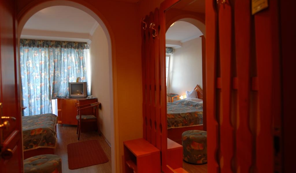 Double Room with Air Conditioning 2-min