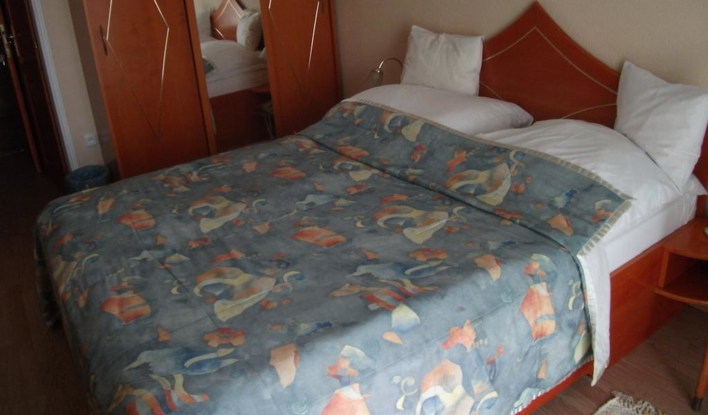 Double Room with Air Conditioning 3-min