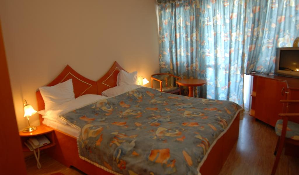 Double Room with Air Conditioning -min