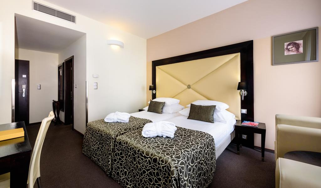 Double Room with Extra Bed5-min