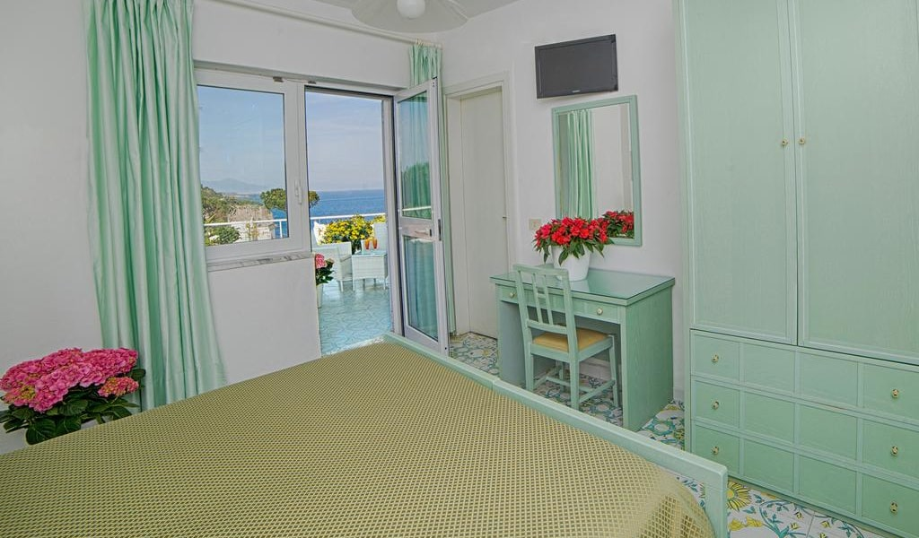 Double Room with Sea View 3-min