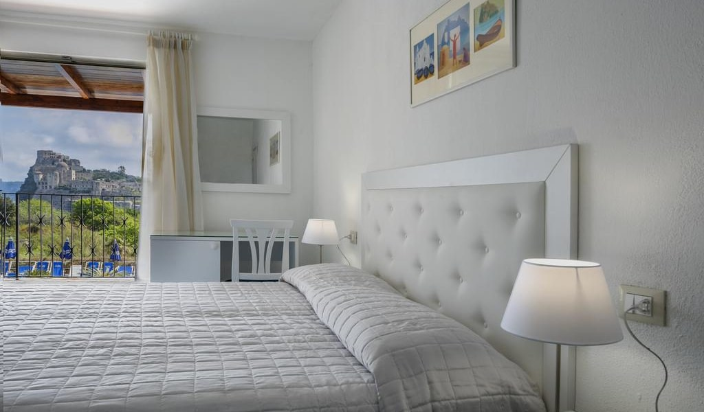 Double Room with Sea View 5-min