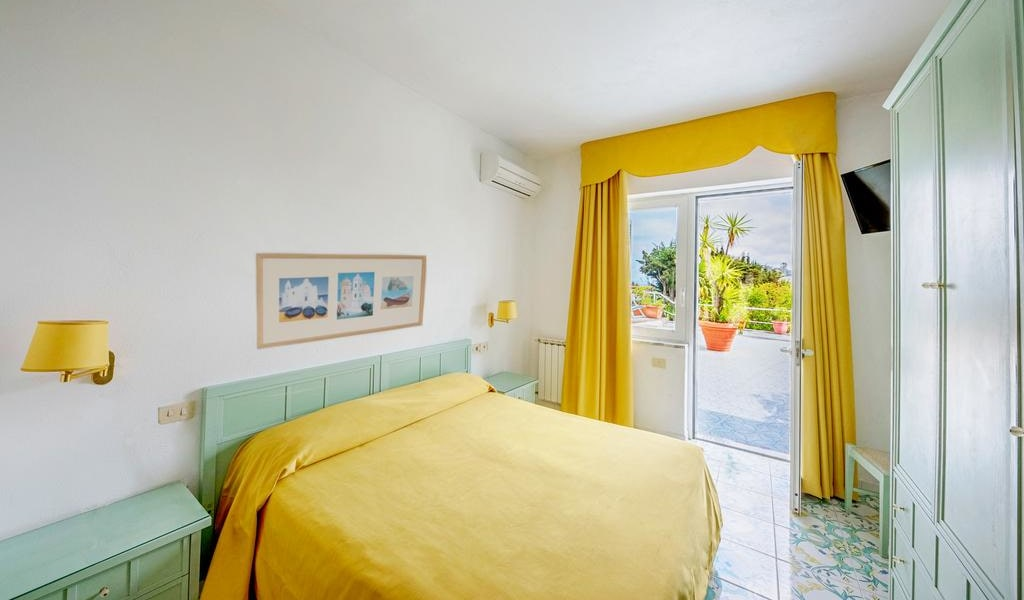 Double Room with Sea View 8-min