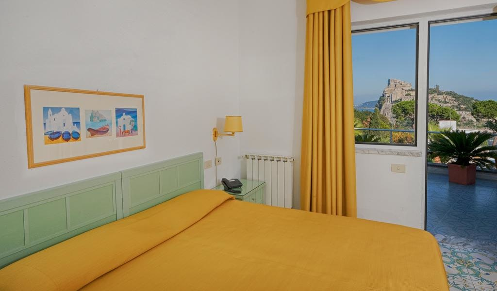 Double Room with Sea View -min