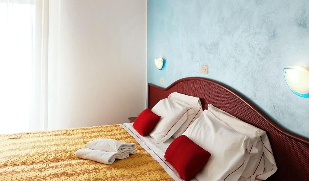 Double-or-Twin-Room-with-Balcony-3-min