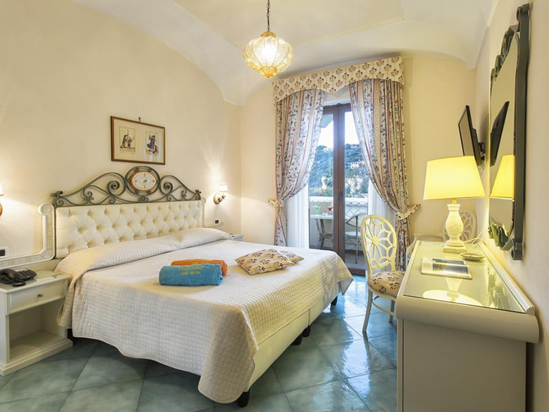 Double or Twin Room with Partial Sea View-min