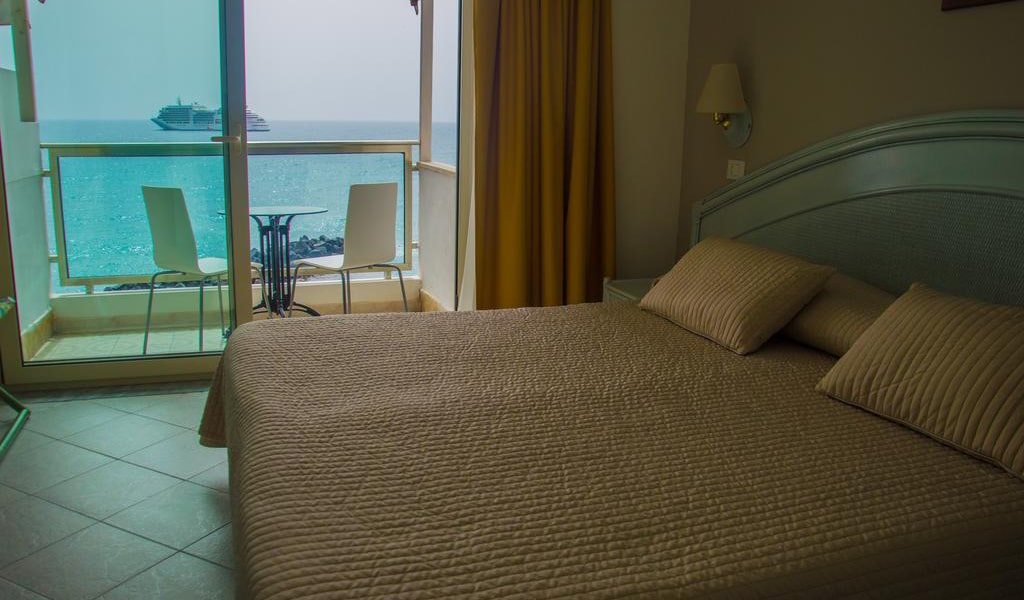 Double or Twin Room with Sea View2-min
