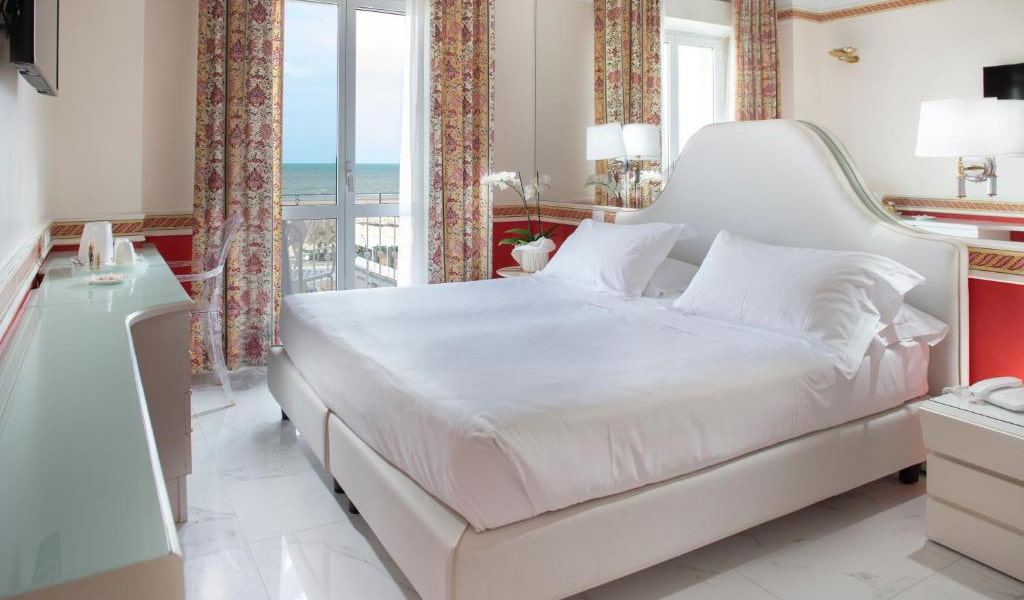 Double-or-Twin-Room-with-Sea-View3-min