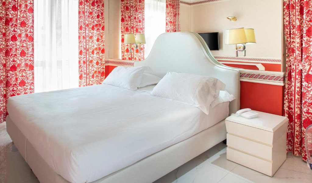 Double-or-Twin-Room-with-Sea-View4-min