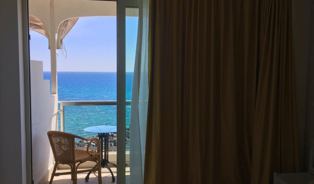 Double or Twin Room with Sea View5-min