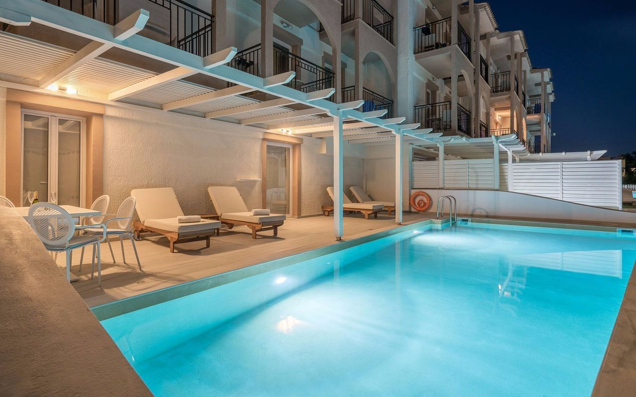 EXCLUSIVE_PRIVATE_POOL_ROOM_1_result