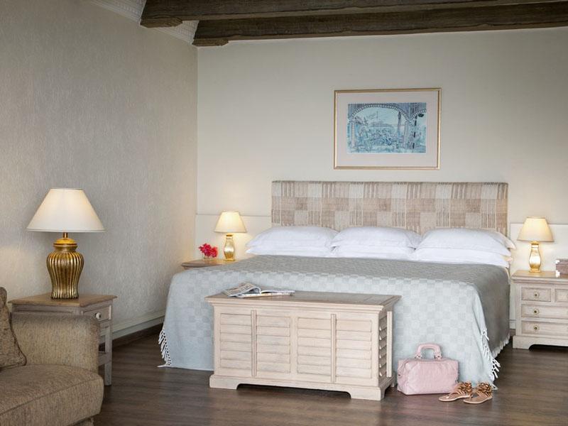 Eagles Nest Suite Bed