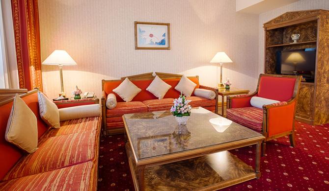 Emiri Suite2