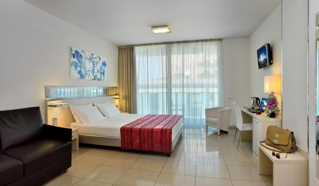 Executive-Double-Room-with-Sofa-Bed-5-min