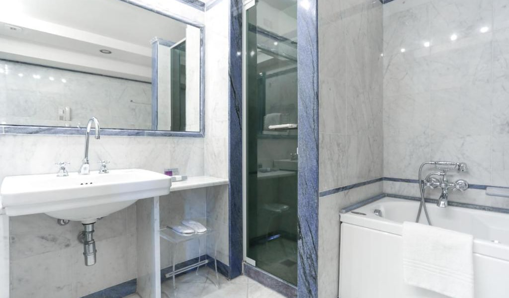 Executive-Double-or-Twin-Room-4-min