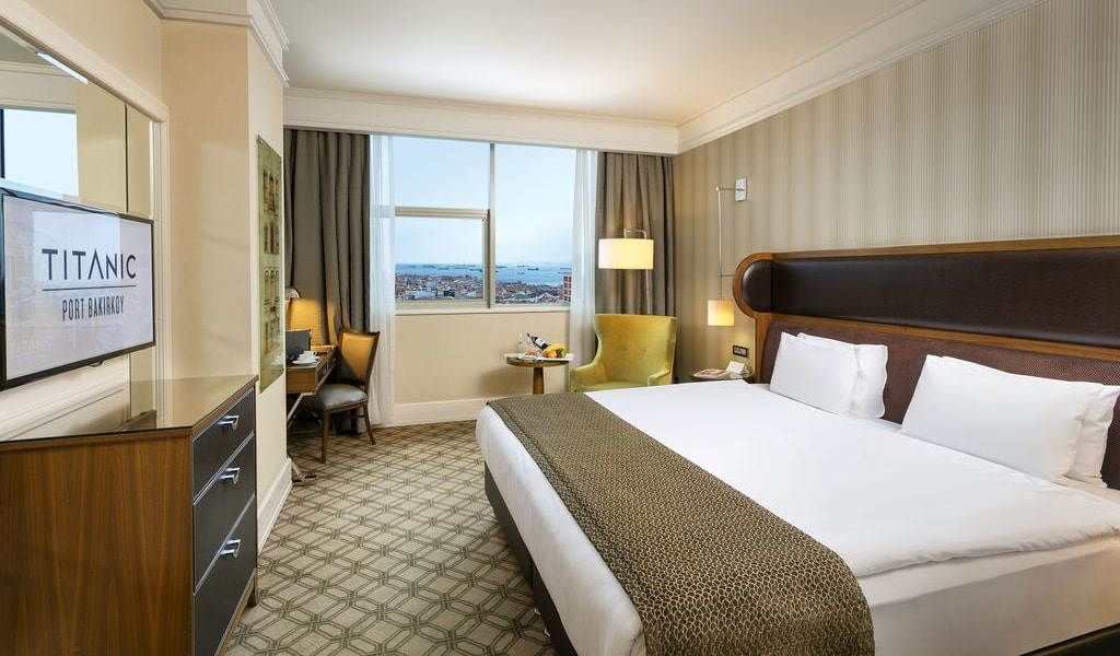 Executive Room with Sea View - Lounge Access1-min