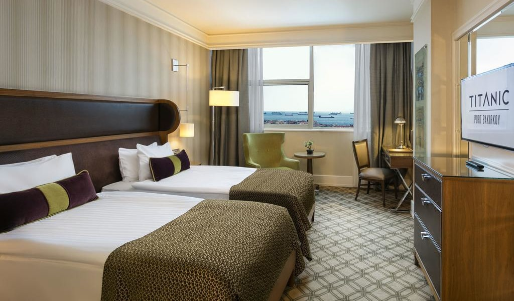 Executive Room with Sea View - Lounge Access2-min
