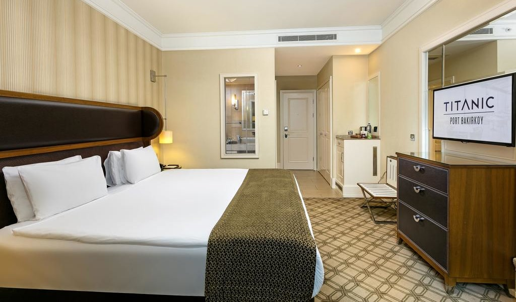 Executive Room with Sea View - Lounge Access3-min