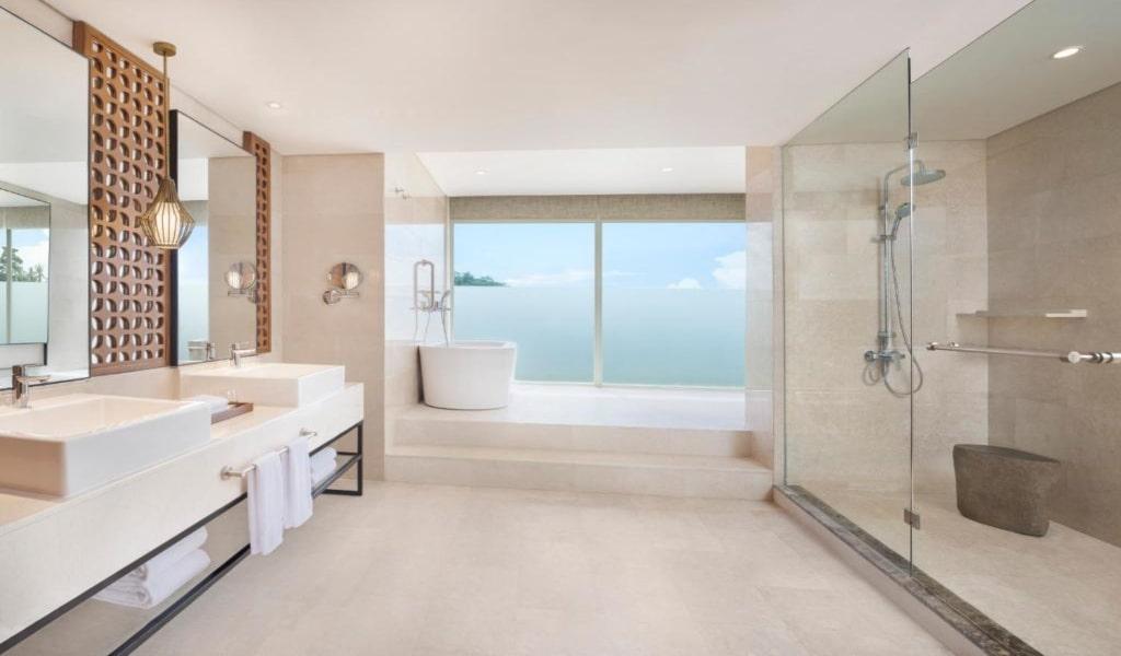 Executive Suite, 1 King, Garden view, Balcony 3-min
