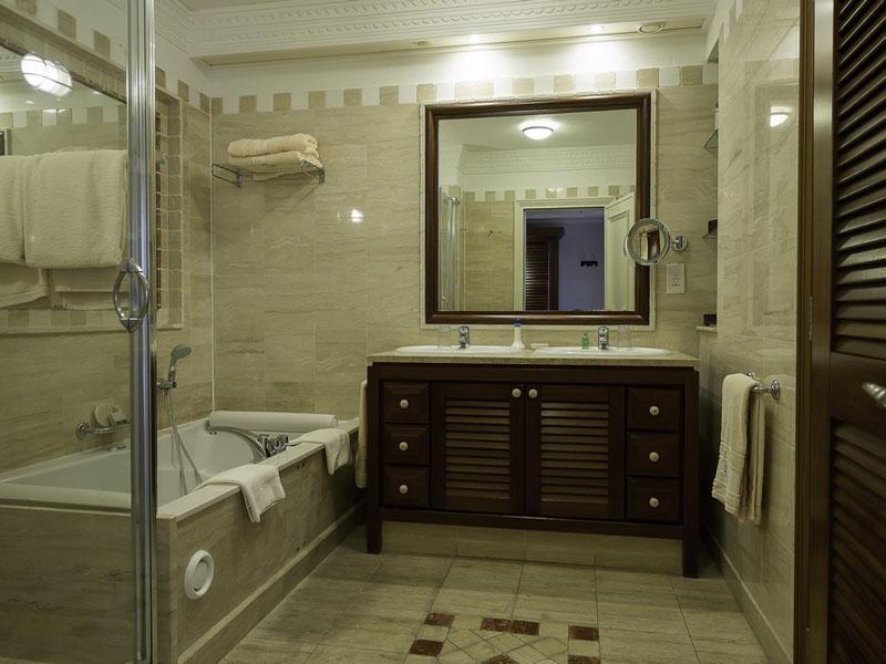 Executive Suite Sea View Bathroom