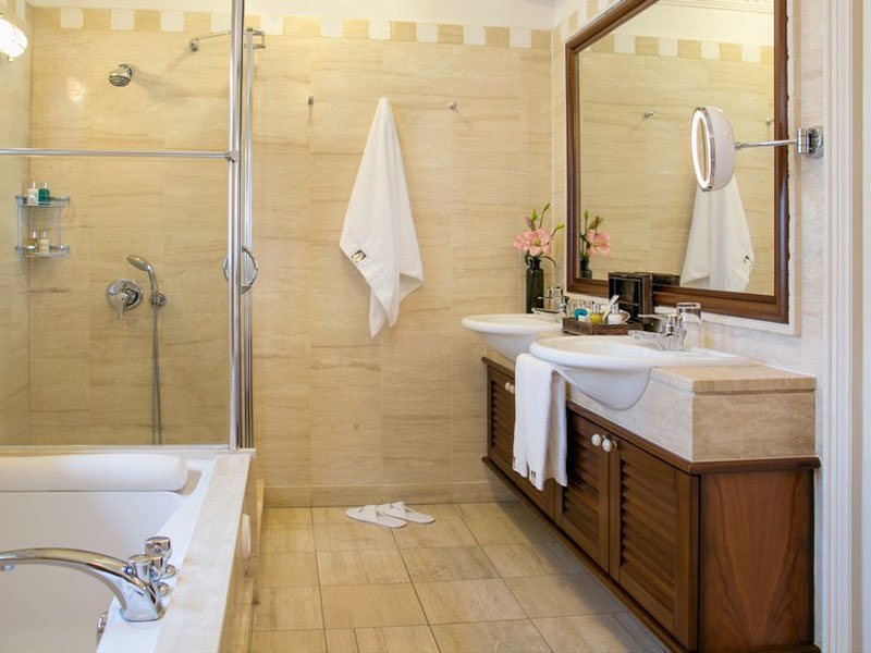 Executive Suite Sea View Main Building - Bathroom (2)