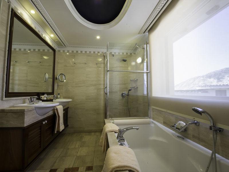 Executive Suite Sea View Main Building - Bathroom