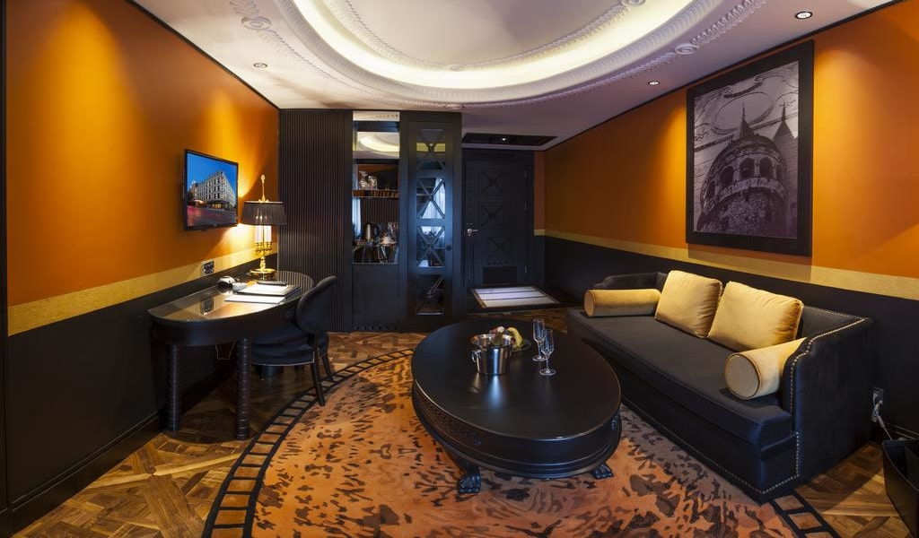 Executive Suite with Sea View 3-min