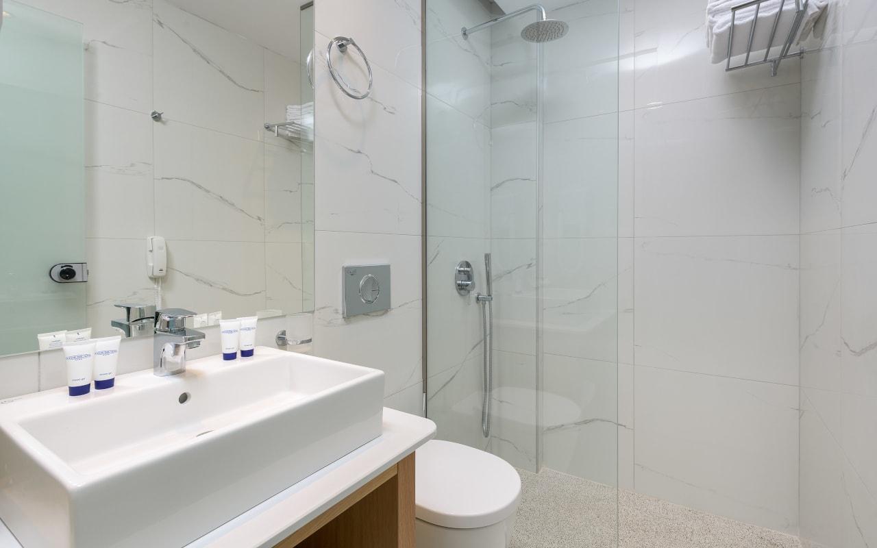 Family-2-Bathroom-min