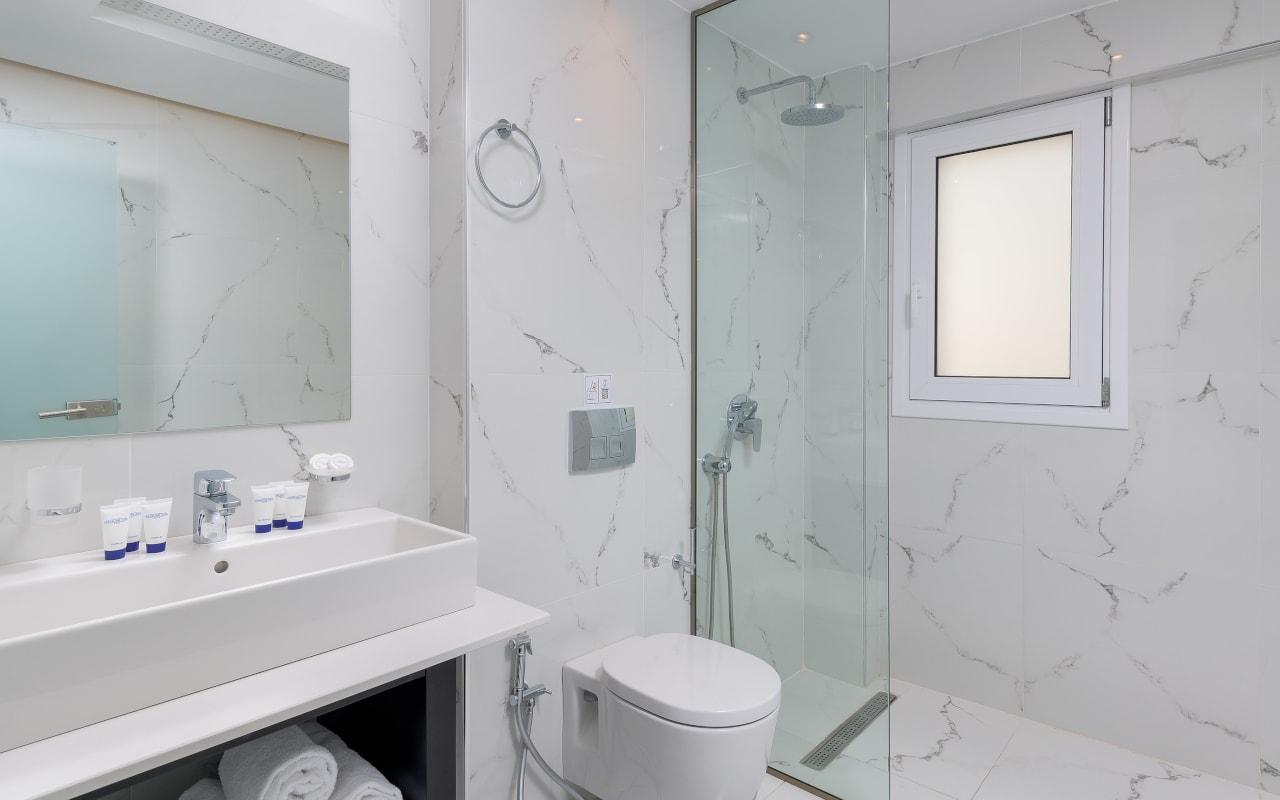 Family-3-Bathroom-min