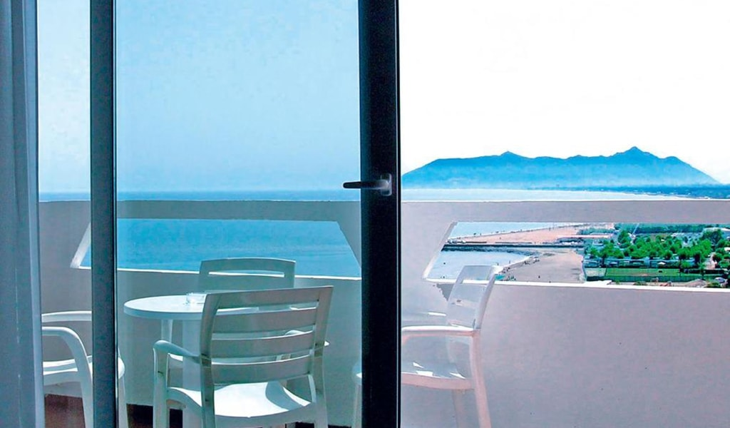 Family-Room-with-Sea-View4-min