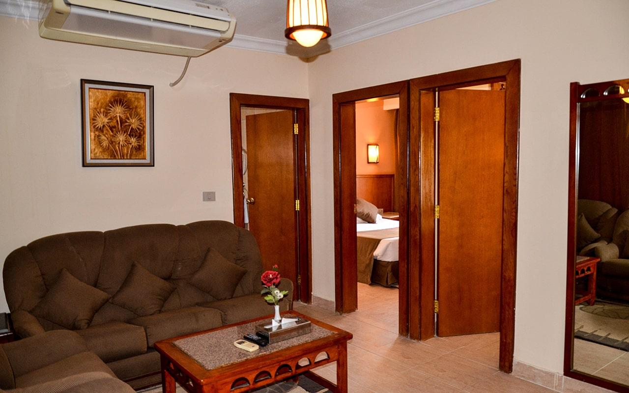 Family Room_05-min