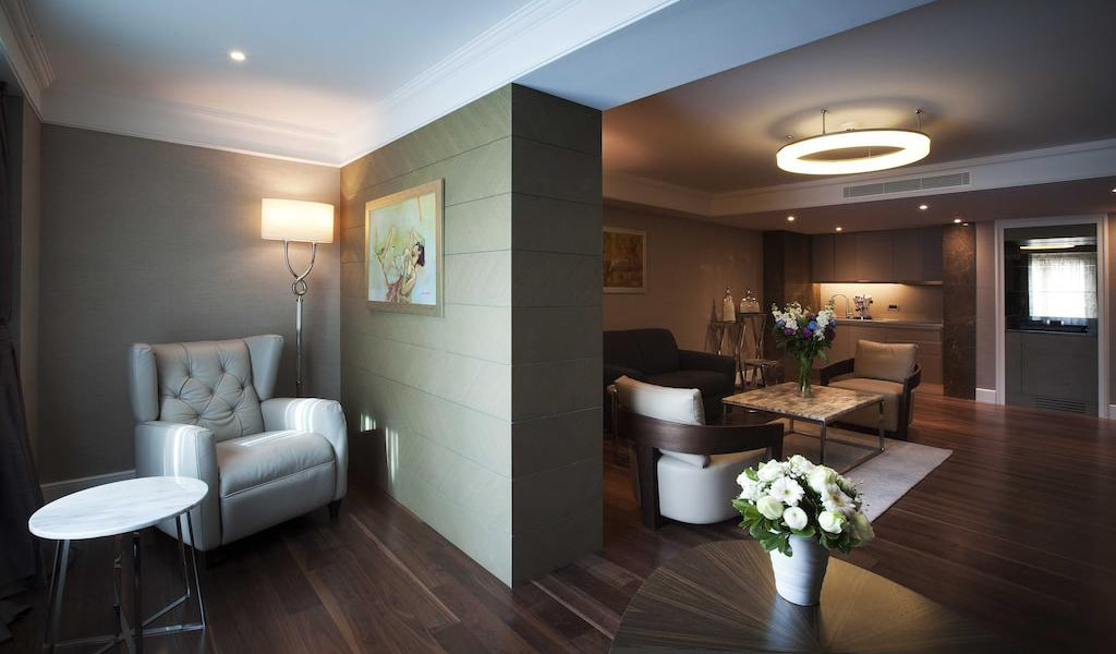 Family Suite with Business Lounge Access 4-min