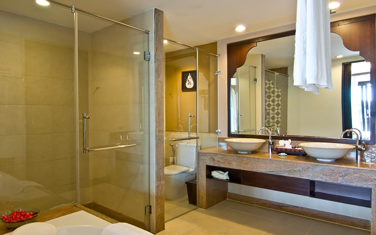 Family Suite_Bathroom-min