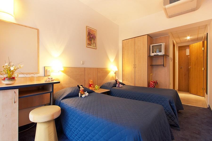 Family_room_head_hotel_madara01