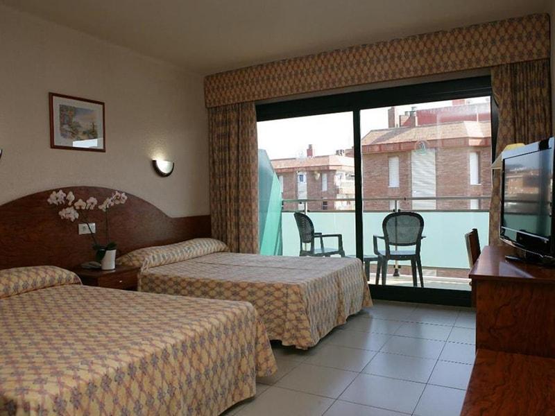 Fenals Garden Hotel (9)