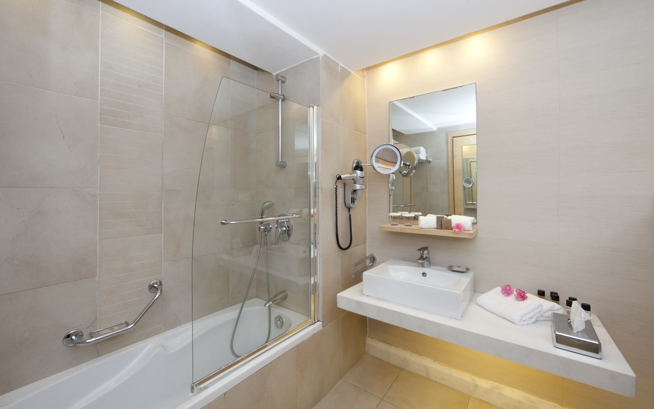 Garden Suite Bathroom - Rodos Palace Hotel-min