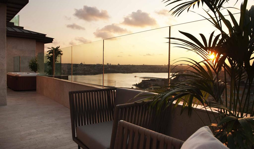 Golden Horn Terrace Suite with Sea View - Business Lounge Access 1-min
