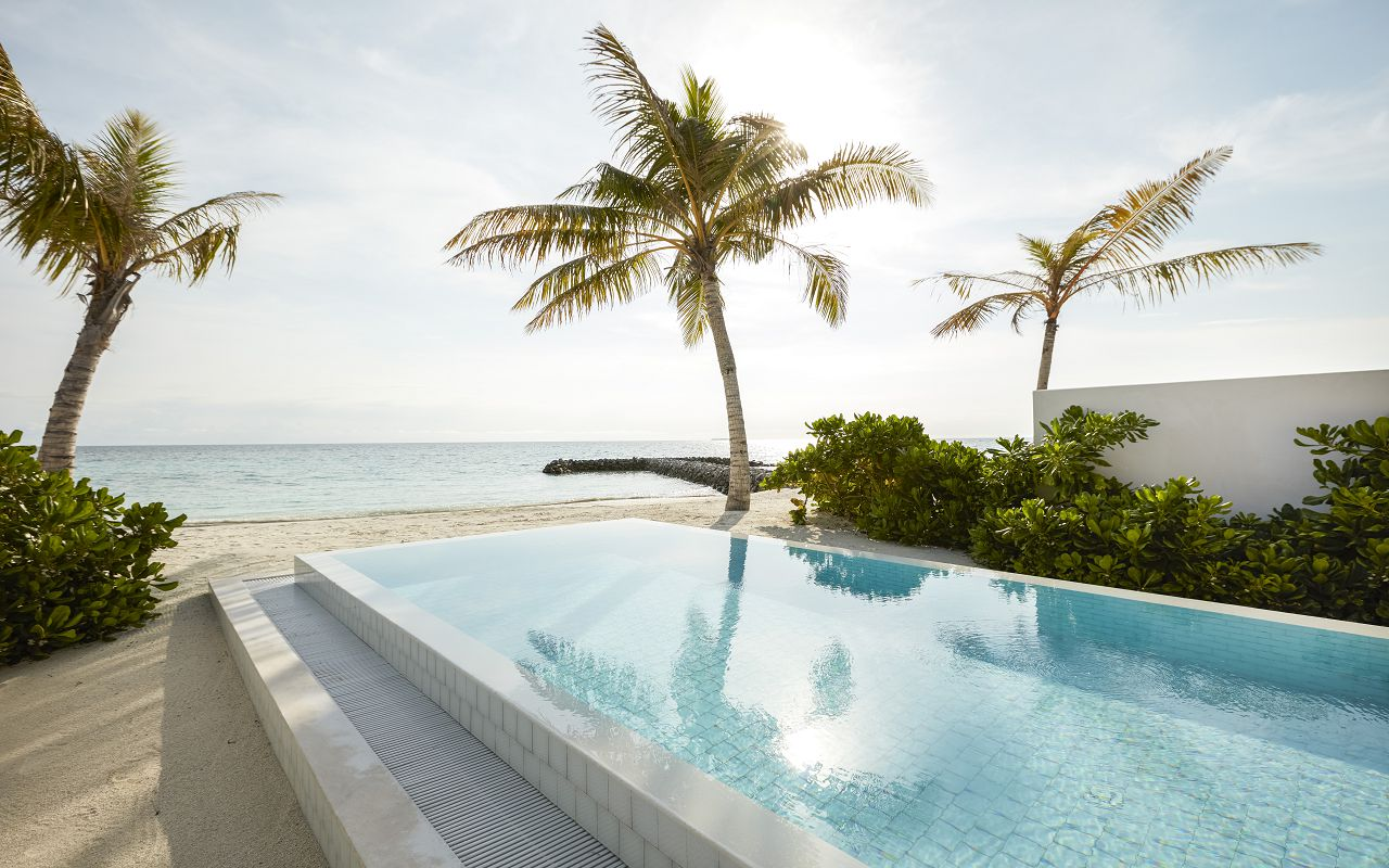 Grand Beach Suite with Pool (12)