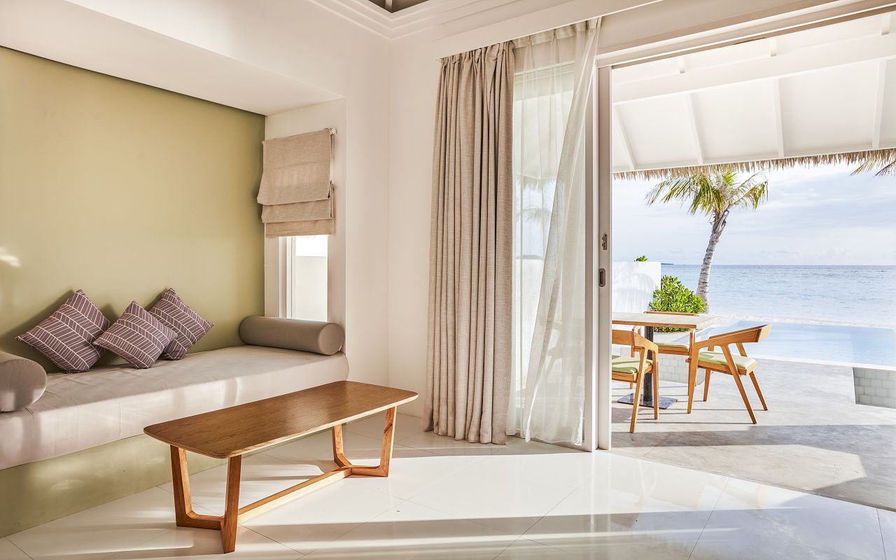 Grand Beach Suite with Pool (3)