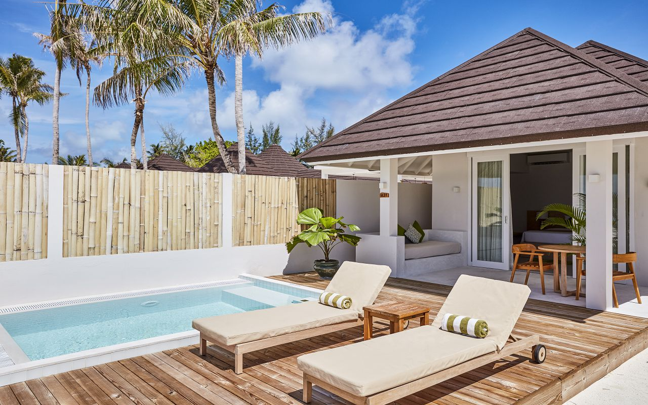 Grand Beach Villa with Pool (1)